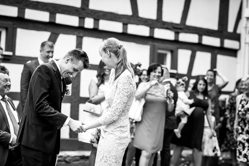 Auszug von Braut und Bräutigam aus dem Eschborner Standesamt