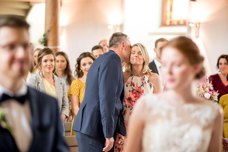 emotionaler Moment zwischen den Brauteltern