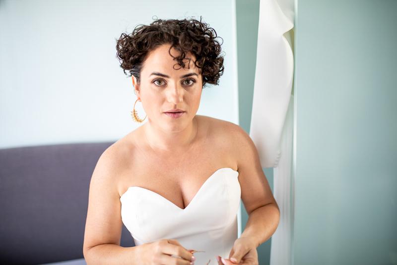 Braut Getting Ready mit der Mutter
