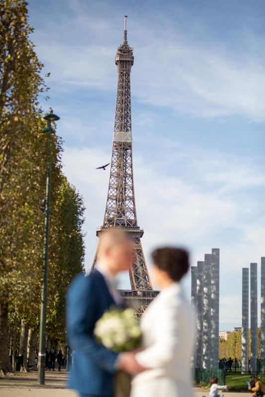 Paarfoto vor dem Eifelturm